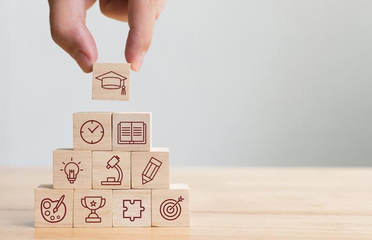 As estratégias de ensino empregadas por nossos professores podem significar a diferença entre aprender de verdade o conteúdo ou ter que decorar para uma prova e achar que aprendeu.