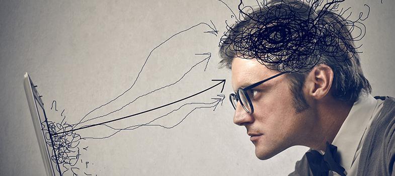 <p>Pessoas inteligentes costumam ter características pessoais parecidas, pois compartilham interesses e pensamentos. É comum acreditar que a quantidade de pessoas inteligentes é reduzida. No entanto, esse fato se dá por que grande parte delas émais reservada, não deixando tão explícitos os conhecimentos que detêm. A seguir, <strong> confira as principais características de indivíduos muito inteligentes:</strong></p><p></p><p><span style=color: #333333;><strong>Você pode ler também:</strong></span><br/><a style=color: #ff0000; text-decoration: none; text-weight: bold; title=6 motivos por que pessoas com a mente desorganizada são inteligentes href=https://noticias.universia.com.br/destaque/noticia/2016/02/02/1135974/6-motivos-pessoas-mente-desorganizada-intelige ntes.html>» <strong>6 motivos por que pessoas com a mente desorganizada são inteligentes</strong></a><br/><a style=color: #ff0000; text-decoration: none; text-weight: bold; title=Inteligência emocional: veja 5 características href=https://noticias.universia.com.br/carreira/noticia/2016/01/18/1135515/inteligencia-emocional-veja-5-caracteristicas.html>» <strong>Inteligência emocional: veja 5 características</strong></a><br/><a style=color: #ff0000; text-decoration: none; text-weight: bold; title=Todas as notícias de Educação href=https://noticias.universia.com.br/educacao>» <strong>Todas as notícias de Educação</strong></a></p><p></p><p><strong> 1 – Encaram os problemas</strong></p><p>Ao se depararem com um problema, começam imediatamente a pensar em estratégias para resolvê-lo ao invés de ficar se lamentando. Além disso, sabem priorizar os problemas, focando em um de cada vez.</p><p></p><p><strong> 2 – Buscam a perfeição</strong></p><p>Pessoas inteligentes estão sempre buscando os níveis mais próximos da perfeição. Enquanto estão estudando, têm como objetivo entender o conteúdo explicado com grande afinco, dedicando-se intensamente para tal. Além disso, não costumam deixar de esclarecer dúvidas, potencializando