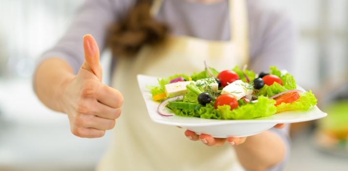 En caso de que los estudiantes sientan dolor de estómago o náuseas por los nervios, deben elegir alimentos frescos y livianos como frutas