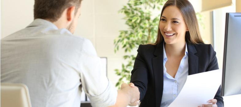 Inspira-te no comportamento do teu chefe e nos teus colegas de equipa para te inserires com sucesso no ambiente profissional