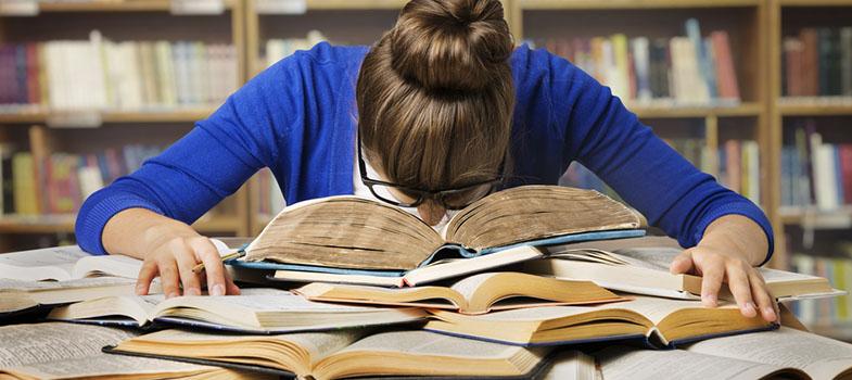 Aprendendo com saúde: Estudar de mais pode fazer mal, saiba como