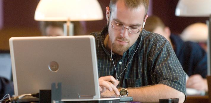 <p style=text-align: justify;>El <strong><a title=Infografía: Sondeo Panamericano sobre la Educación Online href=https://tutellus-library.s3.amazonaws.com/images/InformeTutellusEducacionOnline.pdf target=_blank>Sondeo Panamericano sobre la Educación Online</a></strong>, fue elaborado por la plataforma educativa<strong><a title=Tutellus href=https://www.tutellus.com/ target=_blank>Tutellus</a></strong>en base a la información proporcionada por 2.500 internautas de México, Colombia, Perú, Ecuador, Chile, Estados Unidos y España. Este estudio arrogó interesantes conclusiones acerca de las costumbres de aprendizaje en línea de los usuarios.<br/><br/></p><p><strong>Lee también</strong><br/><a style=color: #ff0000; text-decoration: none; title=5 maneras de implementar el e-Learning en tu vida href=https://noticias.universia.net.co/actualidad/noticia/2014/12/03/1116250/5-maneras-implementar-learning-vida.html>» <strong>5 maneras de implementar el e-Learning en tu vida</strong></a><br/><a style=color: #ff0000; text-decoration: none; title=Infografía: ¿En qué aspectos deben mejorar los MOOCs? href=https://noticias.universia.net.co/en-portada/noticia/2014/03/25/1090602/infografia-que-aspectos-deben-mejorar-moocs.html>» <strong>Infografía: ¿En qué aspectos deben mejorar los MOOCs?</strong></a><br/><a style=color: #ff0000; text-decoration: none; title=Infografía: ¿Cómo serán los cursos online en los próximos años? href=https://noticias.universia.net.co/en-portada/noticia/2014/03/20/1089354/infografia-seran-cursos-online-proximos-anos.html>» <strong>Infografía: ¿Cómo serán los cursos online en los próximos años?</strong></a> <br/><br/></p><p style=text-align: justify;>En primer lugar, se descubrió que <strong>un 80% de los usuarios de Internet han accedido por lo menos una vez a un curso en línea</strong>. En cuanto a los formatos en que se toman estas lecciones, los <strong>videocursos son claramente preferidos</strong>, con un 51% de los encuestados inclinándose por esta opció