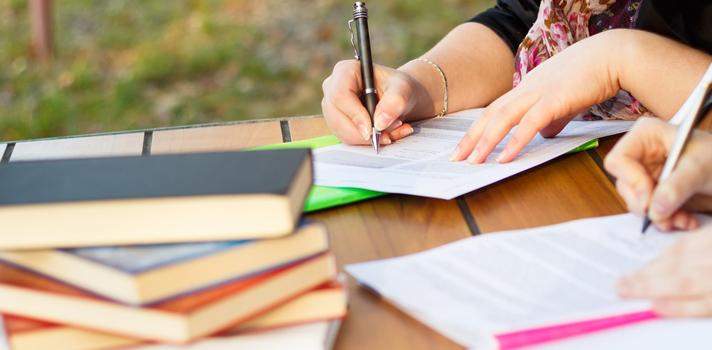 El perito caligráfico muchas veces actúa como perito judicial para determinar la autoría de un determinado documento