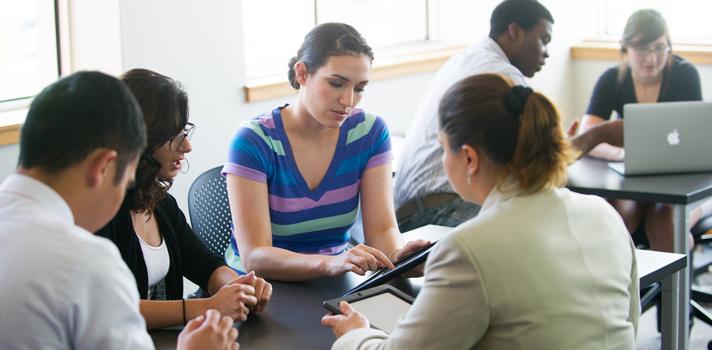 ¿Deberían los estudiantes tener acceso a Internet a la hora de rendir un examen?