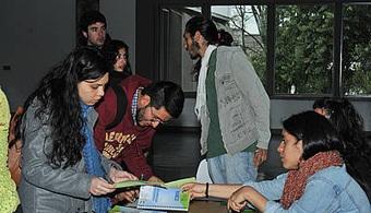 <p style=text-align: justify;>El 25 % de los 113 estudiantes de otros países convocados por la <strong><a href=https://www.universia.net.co/universidades/universidad-nacional-colombia-bogota/in/11456>Universidad Nacional de Colombia</a></strong>para este año son del país azteca.</p><p style=text-align: justify;></p><p style=text-align: justify;></p><p><strong>Lee también</strong><br/><a style=color: #ff0000; text-decoration: none; title=Guía online de Universia para estudiar o trabajar en el extranjero href=https://noticias.universia.net.co/en-portad a/noticia/2014/06/10/1098449/guia-online-universia-estudiar-trabajar-extranjero.html>» <strong>Guía online de Universia para estudiar o trabajar en el extranjero </strong></a><br/><a style=color: #ff0000; text-decoration: none; title=Estudiar en Holanda: ¡Valor por tu dinero! href=https://noticias.universia.net.co/movilidad-academica/noticia/ 2014/11/19/1115381/estudiar-holanda-valor-dinero.html>» <strong>Estudiar en Holanda: ¡Valor por tu dinero! </strong></a></p><p style=text-align: justify;></p><p style=text-align: justify;></p><p style=text-align: justify;>El <strong>proyecto de movilidad estudiantil internacional se ha adelantando desde la rectoría de la U.N</strong>., a través de la Dirección de Relaciones Exteriores (DRE). A nivel de Bogotá, ha estado a cargo la Vicerrectoría Sede y la Oficina de Relaciones Internacionales (ORI), con el equipo que tiene en las facultades.</p><p style=text-align: justify;></p><p style=text-align: justify;>Es así como cada semestre, estudiantes universitarios de diferentes naciones y de otras ciudades del país se vinculan a la Universidad Nacional de Colombia. De acuerdo con información suministrada por la ORI, <strong>para esta oportunidad 193 jóvenes harán parte de este proyecto</strong>, de los cuales 113 son internacionales y 80 son nacionales.</p><p style=text-align: justify;></p><p style=text-align: justify;>México es el país con más volumen de personas para esta convocatoria