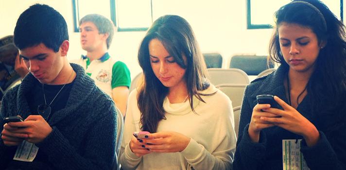 Universitarios crean una app para evitar el uso del celular en clase