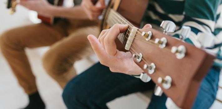 Aunque no siempre sea cierto que los que más trabajan sean los más exitosos en la vida, este suele ser el caso para los músicos