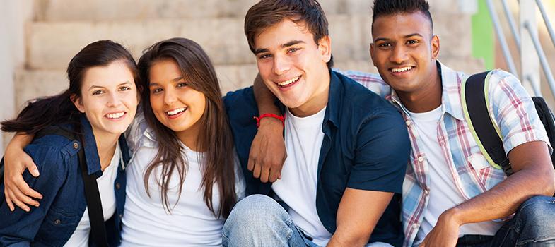 <p>A tão sonhada aprovação na universidade e <strong><a title=5 pontos em que você deve focar para obter o sucesso profissional href=https://noticias.universia.com.br/carreira/noticia/2016/02/17/1136431/5-pontos-deve-focar-obter-sucesso-profissional.html>a entrada no mercado de trabalho</a></strong>são alguns dos desejos e planos de um jovem estudante pré-universitário. Pensando nisso, para dar suporte ao aluno durante essa fase de escolhas e descobertas, a <strong>Teenager Assessoria Profissional</strong> oferece a <strong>Uniexpo São Paulo 2016</strong>.</p><p></p><p><span style=color: #333333;><strong>Você pode ler também:</strong></span><br/><a style=color: #ff0000; text-decoration: none; text-weight: bold; title=4 informações profissionais importantes para saber desde o começo da carreira href=https://noticias.universia.com.br/destaque/noticia/2016/04/11/1138145/4-informaces-profissionais-importantes-saber-desde-comeco-carreira.html>» <strong>4 informações profissionais importantes para saber desde o começo da carreira</strong></a><br/><a style=color: #ff0000; text-decoration: none; text-weight: bold; title=4 estratégias para escolher a melhor carreira profissional para você href=https://noticias.universia.com.br/destaque/noticia/2016/03/24/1137693/4-estrategias-escolher-melhor-carreira-profissional.html>» <strong>4 estratégias para escolher a melhor carreira profissional para você</strong></a><br/><a style=color: #ff0000; text-decoration: none; text-weight: bold; title=Todas as notícias de Carreira href=https://noticias.universia.com.br/carreira>» <strong>Todas as notícias de Carreira</strong></a></p><p></p><p>O evento, que tem entrada gratuita e está em sua décima sétima edição, tem como objetivo reunir estudantes do ensino médio e técnico para um dia de orientação profissional e palestras sobre o mundo universitário. A Uniexpo acontecerá no <strong>dia 14 de maio</strong>, das 11h às 16h30, no Colégio Rio Branco, em São Paulo.</p><p></p><p>Ao todo, <strong>2