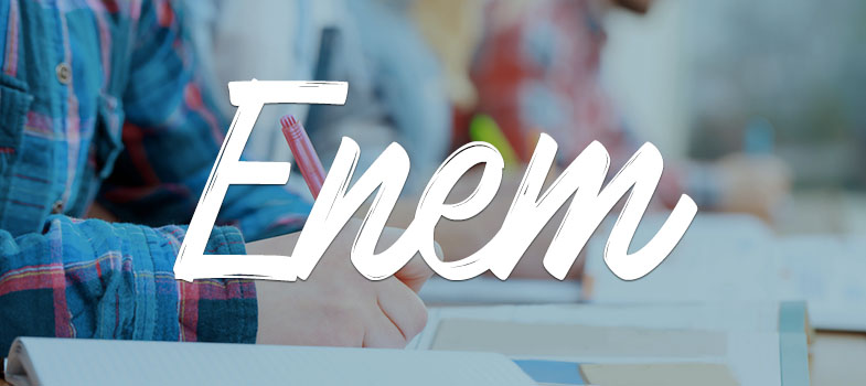 <blockquote style=text-align: center;><a href=https://www.universiaenem.com.br/ class=enlaces_med_registro_universia title=nosso guia target=_blank id=REGISTRO USUARIOS rel=nofollow>Universia Enem</a>: conheça a plataforma digital e gratuita de estudos para o Enem</blockquote><p>A <strong>edição 2016 do Enem (Exame Nacional do Ensino Médio)</strong> se aproxima. As provas acontecem nos dias <strong>5 e 6 de novembro</strong>. Especialistas afirmam que exercícios físicos como alongamento, atividades de alto gasto calórico como o futebol e corrida estimulam o cérebro e deixam você tinindo para a prova.</p><p><span style=color: #333333;><strong>Leia também:</strong></span><br/><a href=https://noticias.universia.com.br/tag/notícias-enem-2016 title=Todas as dicas de estudo para o Enem 2016>» <strong>Todas as dicas de estudo para o Enem 2016</strong></a></p><p>Por outro lado, se o que você precisa é relaxar, o ideal é tirar uma pausa entre as atividades e até uma soneca boa. Dormir também ajuda a promover sensações de prazer e bem-estar no organismo.</p><p><strong>Veja a seguir as dicas para você ativar e relaxar o corpo e mente de acordo com sua necessidade e garantir que você esteja pronto para o exame:</strong></p><p><strong>1 - EXERCÍCIOS AERÓBICOS DE ALTO GASTO CALÓRICO ATIVAM O CÉREBRO</strong></p><p>Atividades físicas aeróbicas como a natação, futebol e vôlei promovem aumento na produção de endorfina dentro do cérebro, substância que produz sensação de bem-estar. Mas não é só isso. Além dessa sensação de prazer, tais atividades aprimoram funções da memória, fortalecem o sistema imunológico e retardam o envelhecimento.</p><p>É verdade que quem pratica as atividades sente os benefícios principalmente em longo prazo, mas nada impede que o candidato ao Enem (Exame Nacional do Ensino Médio) passe a apostar nas atividades físicas agora, às vésperas da prova.</p><p>Mas vá com calma para não se machucar antes do exame! O ideal é procurar um profissional que poderá acompanh