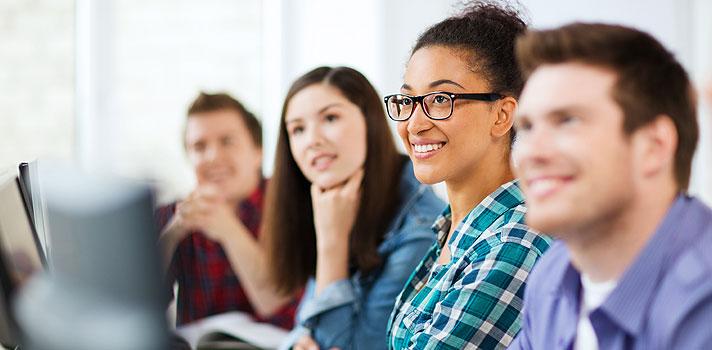 <p>O <strong><a title=Sindicato das Mantenedoras de Ensino Superior (Semesp) href=https://semesp1.tempsite.ws/semesp_beta/ target=_blank>Sindicato das Mantenedoras de Ensino Superior (Semesp)</a></strong>, publicou nesta segunda-feira (7) um vídeo detalhando as mudanças que acontecerão no <strong>Programa de Financiamento Estudantil (Fies)</strong> para 2016, em relação ao segundo semestre de 2015. Segundo Rodrigo Capelato, Diretor Executivo do sindicato, o governo já adiantou que serão liberadas 300 mil vagas na edição do próximo ano.</p><p></p><p><span style=color: #333333;><strong>Você pode ler também:</strong></span><br/><a style=color: #ff0000; text-decoration: none; text-weight: bold; title=Senado aprova liberação de R$ 5,18 milhões para o Fies href=https://noticias.universia.com.br/destaque/noticia/2015/10/08/1132211/senado-aprova-liberacao-r-5-18-milhes-fies.html>» <strong>Senado aprova liberação de R$ 5,18 milhões para o Fies</strong></a><br/><a style=color: #ff0000; text-decoration: none; text-weight: bold; title=Engenharia e Direito foram os cursos mais procurados no Fies 2015 href=https://noticias.universia.com.br/destaque/noticia/2015/05/05/1124520/engenharia-direito-cursos-procurados-fies-2015.html>» <strong>Engenharia e Direito foram os cursos mais procurados no Fies 2015</strong></a><br/><a style=color: #ff0000; text-decoration: none; text-weight: bold; title=Todas as notícias de Educação href=https://noticias.universia.com.br/educacao>» <strong>Todas as notícias de Educação</strong></a></p><p></p><p>Veja as novidades e comece a se planejar:</p><p></p><ul style=list-style-type: circle;><li><strong>Regiões com prioridade de vagas no Fies 2016</strong></li></ul><p><br/> Neste ano, 55% das vagas do Fies foram destinadas, somente, a alunos das <strong>regiões Norte, Nordeste e Centro-Oeste</strong>, sem contar o Distrito Federal. Para 2016, a prioridade das vagas muda, sendo definida por microrregiões. Serão priorizadas aquelas que, segundo coeficientes 