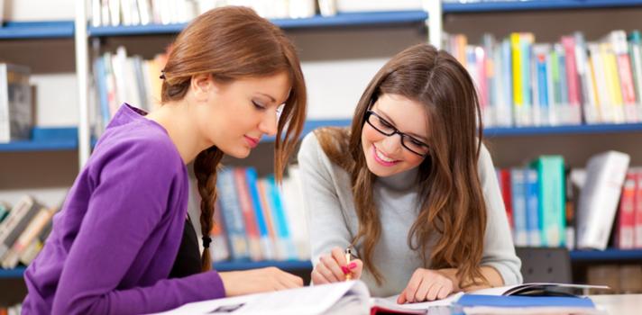 Quem sabe comunicar com uma conduta assertiva pode expressar o que pensa em uma situação social com confiança