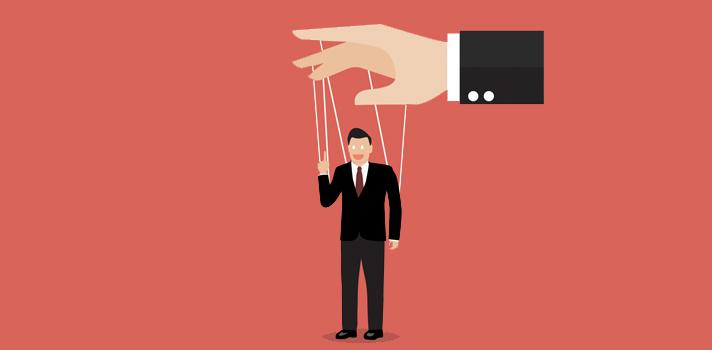 <p><strong>O ambiente de trabalho é repleto de diferentes perfis profissionais</strong> que complementam de alguma forma o quadro de funcionários da companhia. No entanto, algumas dessas pessoas são consideradas manipuladoras por natureza, ou seja, exploram a boa vontade dos colegas de trabalho, com base nas principais fraquezas de cada um. Para que você não tenha problemas por causa desse tipo de pessoa, consiga identificá-las e evitá-las, <strong> siga as dicas:</strong></p><p></p><p><span style=color: #333333;><strong>Veja também:</strong></span><br/><a style=color: #ff0000; text-decoration: none; text-weight: bold; title=Como evitar as dispersões no trabalho href=https://noticias.universia.com.br/carreira/noticia/2015/11/05/1133273/evitar-disperses-trabalho.html>» <strong> Como evitar as dispersões no trabalho</strong></a><br/><a style=color: #ff0000; text-decoration: none; text-weight: bold; title=5 TED Talks sobre motivação no trabalho href=https://noticias.universia.com.br/carreira/noticia/2015/10/30/1133084/5-ted-talks-sobre-motivacao-trabalho.ht ml>» <strong>5 TED Talks sobre motivação no trabalho</strong></a><br/><a style=color: #ff0000; text-decoration: none; text-weight: bold; title=Todas as notícias de Carreira href=https://noticias.universia.com.br/carreira>» <strong>Todas as notícias de Carreira</strong></a></p><p></p><p><strong> 1 – <a title=Melhore sua oratória com 3 dicas href=https://noticias.universia.com.br/carreira/noticia/2015/05/05/1124537/melhore-oratoria-3-dicas.html>Lembre-se do poder de fala dos manipuladores</a></strong></p><p>Geralmente esse tipo de colega de trabalho conta com o apoio de uma boa oratória, para fazer com que você seja enganado. No entanto, ao lembrar-se sempre disso saberá identificar melhor pessoas que têm boas intenções em comparação com aquelas que só buscam extrair algo de você em busca de benefícios próprios. Assim, fique atento, confiando apenas nas pessoas com que você já tem maior intimidade e sabe sobre a índol