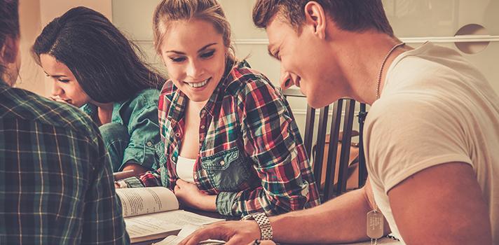 <p>O<a title=Dicas para dormir bem e ter um bom rendimento nos vestibulares href=https://noticias.universia.com.br/destaque/noticia/2015/09/15/1131106/dicas-dormir-bem-bom-rendimento-vestibulares.html>período que antecede os vestibulares</a> costuma ser conturbado para os estudantes, ansiosos por resultados positivos e aprovações nas instituições de ensino dos sonhos. No entanto, um fator essencial no momento da prova para que tudo dê certo é ter autoconfiança. Quanto maior ela for, o candidato terá mais tranquilidade para conseguir ter um bom desempenho nos exames. <strong> Confira: </strong></p><p></p><p><span style=color: #333333;><strong>Você pode ler também:</strong></span><br/><a style=color: #ff0000; text-decoration: none; text-weight: bold; title=6 atitudes para se tornar um profissional mais confiante href=https://noticias.universia.com.br/carreira/noticia/2015/08/19/1130073/6-atitudes-tornar-profissional-confiante.html>» <strong>6 atitudes para se tornar um profissional mais confiante</strong></a><br/><a style=color: #ff0000; text-decoration: none; text-weight: bold; title=5 maneiras de ser mais produtivo no período pré-vestibular href=https://noticias.universia.com.br/destaque/noticia/2015/08/11/1129660/5-maneiras-produtivo-periodo-pre-vestibular.html>» <strong>5 maneiras de ser mais produtivo no período pré-vestibular</strong></a><br/><a style=color: #ff0000; text-decoration: none; text-weight: bold; title=Todas as notícias de Educação href=https://noticias.universia.com.br/educacao>» <strong>Todas as notícias de Educação</strong></a></p><p></p><p><strong> 1 – Pare de mentir para si mesmo </strong><br/> Pense sobre todos os assuntos que estudou ao longo do ano e seja sincero com você mesmo. Ao perceber que realmente se esforçou, você confiará mais em você, evitando ansiedades no momento da prova. Se você acreditar que sabe muito mais do que a realidade, provavelmente terá uma grande frustração no momento do exame, dificultando a resolução até mesmo das q