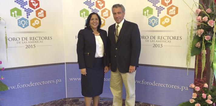 La ministra de Educación Dra. Marcela Paredes y el director de Universia Expansión Dr. Julio Sanguinetti