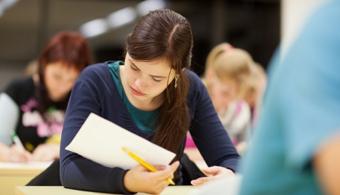 Foro sobre la deserción estudiantil