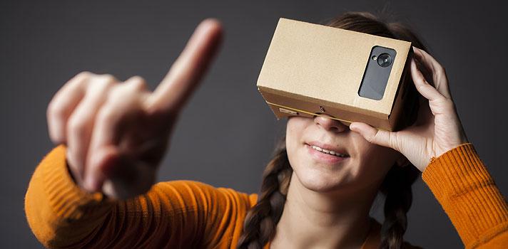 <p>Já pensou em fazer uma excursão por Machu Picchu com seus alunos? Agora é possível conhecer as ruínas da civilização Inca, e muitos outros lugares do mundo, sem precisar sair da sala de aula. A plataforma online <strong>Google Expeditions</strong>, lançada em janeiro deste ano, oferece conteúdo de realidade virtual para ser usado nas escolas, <strong><a title=Professor conheça os benefícios de usar ferramentas do Google nas aulas href=https://noticias.universia.com.br/destaque/noticia/2015/07/06/1127764/professor-conheca-beneficios-usar-ferramentas-google-aulas.html>com o objetivo de deixar os estudantes mais envolvidos durante as aulas</a></strong>.</p><p></p><p><span style=color: #333333;><strong>Você pode ler também:</strong></span><br/><br/><a style=color: #ff0000; text-decoration: none; text-weight: bold; title=Google href=https://noticias.universia.com.br/cultura/noticia/2015/12/01/1134308/google-oferece-tours-virtuais-importantes-pontos-turisticos-mundo.html>» <strong>Google oferece tours virtuais por importantes pontos turísticos do mundo</strong></a><br/><a style=color: #ff0000; text-decoration: none; text-weight: bold; title=Professor: Conheça 4 benefícios de usar o Google Docs href=https://noticias.universia.com.br/destaque/noticia/2015/08/24/1130219/professor-conheca-4-beneficios-usar-google-docs.html>» <strong>Professor: Conheça 4 benefícios de usar o Google Docs</strong></a><br/><a style=color: #ff0000; text-decoration: none; text-weight: bold; title=Todas as notícias de Educação href=https://noticias.universia.com.br/educacao>» <strong>Todas as notícias de Educação</strong></a></p><p></p><p>Do seu tablet, um professor pode guiar até 50 alunos pelos mais de 120 destinos disponibilizados na plataforma, como a superfície de Marte, as geleiras na Antártica e a floresta de Borne. Em setembro, como forma de estimular o uso deste recurso, o Google lançou o <strong>Expeditions Pioner Program</strong>, que está visitando escolas de países como Estados Unido