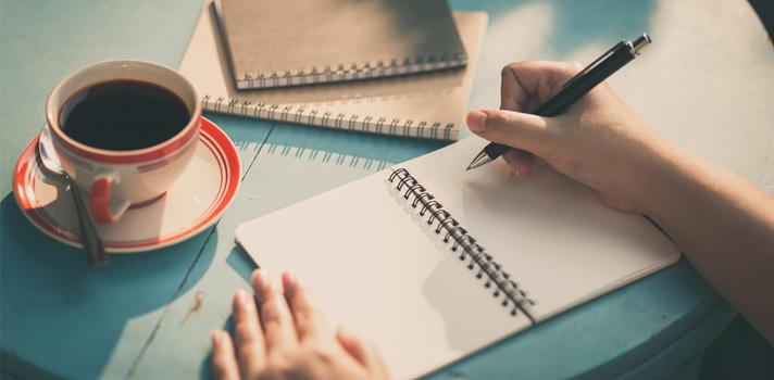 Gostas de escrever? Completa a tua formação e encontra um trabalho à medida