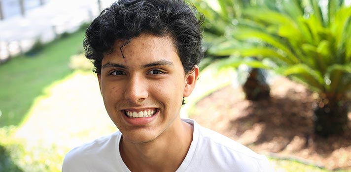 """""""Se você tem uma ambição para a sua vida, NADA é difícil demais"""", diz jovem brasileiro aprovado em universidade americana"""
