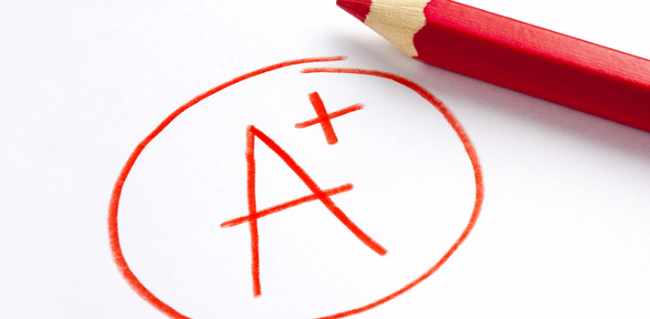 <p>A maioria dos alunos visa obter boas notas na escola e na universidade, mas muitas vezes não sabe quais atividades realizar para concretizar esse objetivo. Por mais que o processo de mudança possa demorar, a partir do momento em que o aluno consegue entender como conseguir notas altas, <a title=Como melhorar seu rendimento escolar href=https://noticias.universia.com.br/destaque/noticia/2015/04/16/1123403/melhorar-rendimento-escolar.html>o rendimento escolar melhora consideravelmente</a>.<strong>Confira as dicas:</strong></p><p></p><p><span style=color: #333333;><strong>Veja também:</strong></span><br/><a style=color: #ff0000; text-decoration: none; text-weight: bold; title=Entenda por que alunos com notas medianas podem ser super bem-sucedidos href=https://noticias.universia.com.br/destaque/noticia/2015/07/27/1128926/entenda-alunos-notas-medianas-podem-super-bem-sucedidos.html>» <strong>Entenda por que alunos com notas medianas podem ser super bem-sucedidos</strong></a><br/><a style=color: #ff0000; text-decoration: none; text-weight: bold; title=Aumente a produtividade para tirar boas notas no Enem 2015 href=https://noticias.universia.com.br/destaque/noticia/2015/06/23/1127180/aumente-produtividade-tirar-boas-notas-enem-2015.html>» <strong>Aumente a produtividade para tirar boas notas no Enem 2015</strong></a><br/><a style=color: #ff0000; text-decoration: none; text-weight: bold; title=Todas as notícias de Educação href=https://noticias.universia.com.br/educacao>» <strong>Todas as notícias de Educação</strong></a></p><p></p><p><strong> 1 –<a title=4 atitudes para alcançar os seus objetivos rapidamente href=https://noticias.universia.com.br/carreira/noticia/2015/06/02/1126195/4-atitudes-alcancar-objetivos-rapidamente.html>Estabeleça metas</a></strong></p><p>Levando em consideração suas notas anteriores e a dificuldade que tem em determinada disciplina, <strong>estabeleça qual sua meta para a próxima avaliação</strong>. Ao fazer isso, você aumenta sua motivação e a