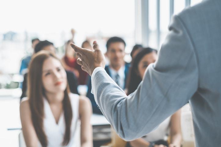 Hablar en público: trucos para perder el miedo definitivamente