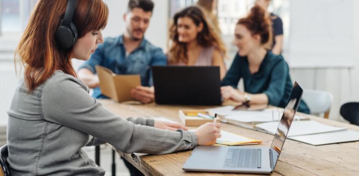 Os centros de educação superior também apoiam aos já profissionais para que atualizem os seus conhecimentos