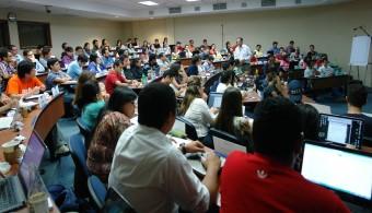 Graduandos de MBA reciben conferencia de Enrique Beltranena