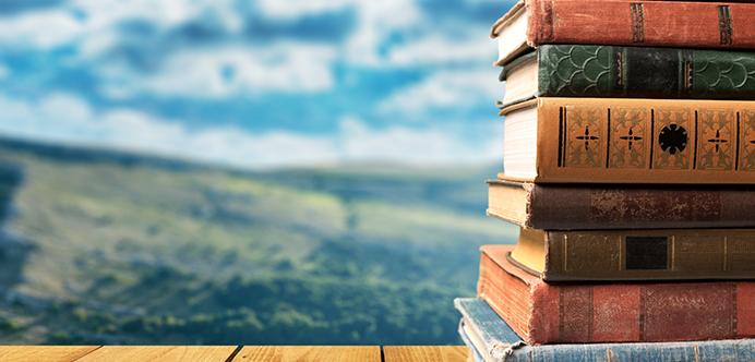 <p>Assim como assistir a filmes e sair com os amigos, a leitura pode ser uma prática muito prazerosa, além de ampliar os conhecimentos dos leitores. Tanto obras <strong><a title=Confira os benefícios da leitura diária href=https://noticias.universia.com.br/cultura/noticia/2016/02/23/1136596/confira-beneficios-leitura-diaria.html>clássicas como contemporâneas são fundamentais</a></strong>para a obtenção de uma nova visão sobre o mundo. A fim de aumentar o gosto por literatura, <strong>conheça 6 livros que você deveria ler ao longo da sua vida:</strong></p><p></p><p></p><blockquote style=text-align: center;>Cadastre-se <span style=text-decoration: underline;><a id=LIVROS class=enlaces_med_leads_formacion title=Cadastre-se aqui para baixar mais de 2 mil livros grátis href=https://livros.universia.com.br/ target=_blank>aqui</a></span> para baixar mais de <strong>2.000 livros grátis</strong></blockquote><p><span style=color: #333333;><strong>Você pode ler também:</strong></span><br/><a style=color: #ff0000; text-decoration: none; text-weight: bold; title=Aprenda a ler mais livros por ano href=https://noticias.universia.com.br/destaque/noticia/2016/03/21/1137558/aprenda-ler-livros-ano.html>» <strong>Aprenda a ler mais livros por ano</strong></a><br/><a style=color: #ff0000; text-decoration: none; text-weight: bold; title=5 livros de poetas brasileiros que você deve conhecer href=https://noticias.universia.com.br/destaque/noticia/2016/03/21/1137557/5-livros-poetas-brasileiros-deve-conhecer.html>» <strong>5 livros de poetas brasileiros que você deve conhecer</strong></a><br/><a style=color: #ff0000; text-decoration: none; text-weight: bold; title=Todas as notícias de Educação href=https://noticias.universia.com.br/educacao>» <strong>Todas as notícias de Educação</strong></a></p><p></p><p><strong> 1 – Dom Quixote, de Miguel de Cervantes</strong></p><p>A obra, publicada em 1605, tornou-se um clássico da literatura espanhola. <strong>Dom Quixote de La Mancha</strong>, protagon