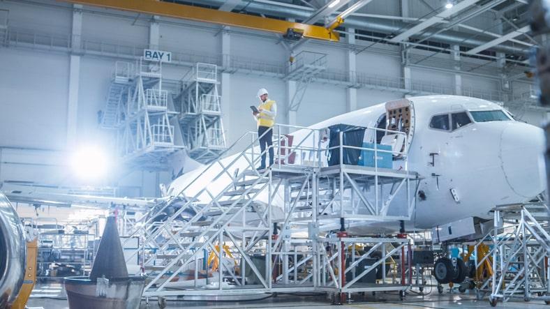 ¿Cómo estudiar ingenieria aeronautica en colombia?