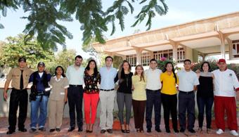 <p style=text-align: justify;>Con un índice de ambiente laboral del 82,6<strong>%, la Universidad del Norte se encuentra entre las 16 mejores empresas con más de 500 empleados para trabajar en Colombia</strong>, según un estudio de clima organizacional realizado por <strong><a href=https://www.greatplacetowork.com.co/ rel=me nofollow> Great Place to Work Institute</a></strong>.</p><p style=text-align: justify;><br/><br/></p><p style=text-align: justify;><strong>Lee también</strong><br/><a style=color: #ff0000; text-decoration: none; title=Orienta href=https://orientacion.universia.net.co/>» <strong> ¿Aún no sabes qué carrera estudiar? Visita el Orienta: un portal donde encontrarás información detallada sobre carreras disponibles, campo laboral y mucho más<br/><br/></strong></a></p><p style=text-align: justify;></p><p style=text-align: justify;>Este año, el listado es liderado por la empresa <strong><a href=https://www.aseguradorasolidaria.com.co/seguros_colombia rel=me nofollow>Aseguradora Solidaria de Colombia Entidad Cooperativa</a></strong>y entre las mejores 16 figuran empresas reconocidas como Telefónica - Movistar, Falabella de Colombia, Grupo Éxito, Pacific Rubiales Energy, DirecTV Colombia. Los resultados fueron publicados hoy en el periódico Portafolio.</p><p style=text-align: justify;></p><p style=text-align: justify;>Great Place to Work Institute es un centro de investigación y consultoría, fundado en 1992 en Estados Unidos y con más de 20 sedes a nivel mundial; <strong>especializado en la valoración y transformación del ambiente laboral y la cultura organizacional en las compañías</strong>. Es el responsable de la lista The Best Companies to Work for, la cual ha llegado a ser el referente de los mejores empleadores de un país.</p><p style=text-align: justify;></p><p style=text-align: justify;></p><h3 style=text-align: justify;>¿Por qué Uninorte es uno de los mejores lugares para trabajar?</h3><p style=text-align: justify;></p><p style=text-align: justify