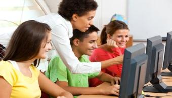 <p style=text-align: justify;>La <strong>Generación Z</strong>, esos jóvenes hiperconectados que viven su vida detrás de una pantalla, <strong>presentan un desafío</strong> -y en casos incertidumbre- <strong>en cuanto al futuro del sector empresarial</strong>, que pretende aprovechar los conocimientos que tiene ésta generación a la que la tecnología le explota en las manos. El director de <strong><span style=text-decoration: underline;><span style=color: #0000ff;><a href=https://www.manpower.com.py/inicio.aspx rel=me nofollow><span style=color: #0000ff; text-decoration: underline;>Manpower Paraguay</span></a></span></span></strong> , Ulises Cabral, habló de este reto que tendrán las empresas en entrevista con el portal <strong><span style=text-decoration: underline;><span style=color: #0000ff;><a href=https://www.abc.com.py/ rel=me nofollow><span style=color: #0000ff; text-decoration: underline;>ABC</span></a></span></span></strong>.</p><p style=text-align: justify;></p><p style=text-align: justify;></p><p><strong>Lee también</strong></p><p><span style=color: #ff0000;><a style=color: #ff0000; text-decoration: none; title=Generación Z: ¿cuáles son los desafíos y características que presenta en la educación? href=https://noticias.universia.com.py/actualidad/noticia/2015/03/04/1120848/generacion-z-cuales-desafios-caracteristicas-presenta-educacion.html><span style=color: #ff0000;>» <strong>Generación Z: ¿cuáles son los desafíos y características que presenta en la educación?</strong></span></a></span></p><p><span style=text-align: justify;></span></p><p style=text-align: justify;><br/>Hasta ahora, la preparación y la capacidad de cada uno para destacar en una empresa hacían la parte fundamental del camino laboral. Si bien esto no tiene por qué cambiar, <strong>la Generación Z se desmarcará y hará la diferencia por el manejo de la tecnología</strong>. El entorno laboral ya los considera más productivos y capaces, ya que desde que nacieron están estimulados tecnológicame