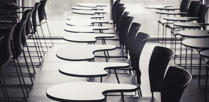 Mais de 70% dos jovens adiaria universidade por falta de dinheiro