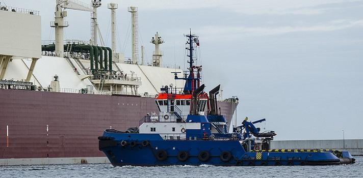 <p>¿Sabías que el mar ofrece decenas de oportunidades de empleo maravillosas? En términos generales, relacionamos el trabajo marítimo con la pesca pero en la actualidad, existen alternativas para personas con una <strong>alta cualificación profesional</strong> para el <strong>estudio de los mares y océanos</strong>.</p><div class=help-message><h4>¿Te interesa estudiar Oceanografía?</h4><a id=ESTUDIOS class=enlaces_med_leads_formacion button01 href=https://www.universia.net.mx/estudios/ciencias-vida-tierra-espacio-quimicas-fisicas-exactas/ka/685>Más info</a></div><p>Una de las que presenta mejores perspectivas de futuro es la <strong>Oceanografía</strong>, una rama de la Geografía orientada al <strong>análisis de las diversidad marina, sus especies y los diferentes procesos bioquímicos que tienen lugar entre las aguas</strong>. La titulación contempla especializaciones como la Oceanografía Física, Química, Geológica o Biológica.</p><p>Una parte fundamental del trabajo se lleva a cabo en <strong>barcos pesqueros adaptados</strong> con material que permiten el estudio de la biodiversidad marítima. Los resultados se analizan en el <strong>laboratorio</strong> para después presentarlos en mapas topográficos e informes sobre el comportamientos de los océanos.</p><p>Los oceanógrafos afirman que esta es una profesión dura, que conlleva largos periodos fuera de casa participando en expediciones para las que en la mayoría de las ocasiones cuesta conseguir financiación pero que pese a todo, es fascinante y reporta <strong>altas dosis de gratificación</strong>; todo eso sin mencionar las <strong>impresionantes vistas</strong> que hay desde los barcos, los <strong>amaneceres inigualables</strong> y los cielos cuajados de estrellas durante la noche. Un espectáculo visual al alcance de muy pocos.</p><p></p><p><iframe style=display: block; margin-left: auto; margin-right: auto; src=https://www.youtube.com/embed/FY7aqanjPeM width=630 height=340 frameborder=0 allowfullscreen=allowful