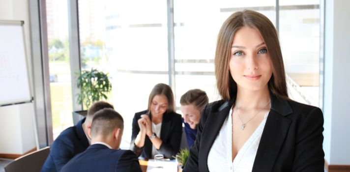 El category manager trabajo junto a los responsables de compra, los expertos en marketing y los encargados de gestionar y controlar los puntos de retail, claves para la exposición, posicionamiento y venta del producto