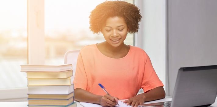 Las ventajas de los exámenes donde se permite usar apuntes