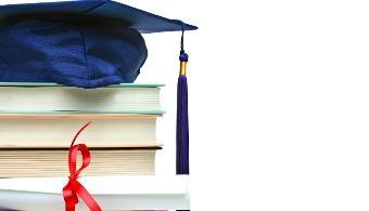 <p style=text-align: justify;>Si ya te has graduado en la universidad y planificas hacer un master o doctorado en otro país, las becas que ofrecen la <a href=https://www.oas.org/es/ target=_blank><strong>Organización de Estados Americanos</strong></a> y el<a href=https://www.grupocoimbra.org.br/coimbra/ target=_blank><strong>Grupo Coimbra de Universidades Brasileñas</strong></a><strong></strong> (GCUB) pueden interesarte.</p><p><br/><a style=color: #ff0000; text-decoration: none; title=Por esta y otra becas visita nuestro portal href=https://becas.universia.com.py/>» <strong>Por esta y otras becas visita nuestro portal</strong></a></p><p style=text-align: justify;></p><p style=text-align: justify;>Para postularte tienes <strong>tiempo hasta el próximo 6 de agosto</strong>. La beca está dirigida a <strong>profesionales latinoamericanos</strong> que tengan su diploma de grado o licenciatura.</p><p style=text-align: justify;></p><h3><strong>¿Qué incluye la beca?</strong></h3><p style=text-align: justify;></p><p style=text-align: justify;>La beca cubre los gastos de matrícula, apoyo lingüístico de portugués en la universidad de acogida y un<strong>aporte mensual para gastos de subsistencia</strong>de 1,500 reales para Maestrías y 2,200 reales para Doctorados.</p><p style=text-align: justify;></p><p style=text-align: justify;>Por su parte, <strong>los primeros 125 becados recibirán un aporte extra de 1.200 dólares para gastos de instalación</strong>.</p><p style=text-align: justify;></p><h3><strong>¿En qué Universidades se puede estudiar?</strong></h3><p style=text-align: justify;></p><p style=text-align: justify;>Hay <strong>46 universidades brasileñas</strong> que recibirán a los becados de este llamado que se encuentra en su cuarta edición.</p><p style=text-align: justify;></p><p style=text-align: justify;><span style=text-decoration: underline;>Para postularse a la beca de la OEA debes cumplir con los siguientes requisitos</span>:</p><p style=text-align: justify;></p