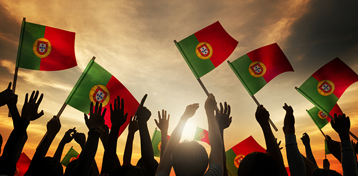 <p>Na última segunda-feira (9), foi firmado um acordo entre o <strong>Instituto Nacional de Estudos e Pesquisas Educacionais (Inep)</strong> e o <strong><a title=página do IPCA href=https://www.ipca.pt/ target=_blank>Instituto Politécnico de Barcelos (IPCA)</a></strong>, em Portugal, que <strong>autorizou o uso da<a title=4 maneiras de superar uma nota baixa no Enem 2015 href=https://noticias.universia.com.br/destaque/noticia/2015/10/27/1132923/4-maneiras-superar-nota-baixa-enem-2015.html>nota do Enem</a> em seu processo seletivo</strong>. Com isso, os alunos que prestaram o exame poderão usar os seus resultados para ingressar em cursos de educação superior oferecidos pela instituição portuguesa. De acordo com o presidente do Inep, Chico Soares, a iniciativa é mais uma oportunidade aos estudantes brasileiros.</p><p></p><p><span style=color: #333333;><strong>Veja também:</strong></span><br/><a style=color: #ff0000; text-decoration: none; text-weight: bold; title=Presos e jovens cumprindo medidas socioeducativas farão o Enem 2015 href=https://noticias.universia.com.br/destaque/noticia/2015/11/05/1133360/presos-jovens-cumprindo-medidas-socioeducativas-farao-enem-2015.html>» <strong>Presos e jovens cumprindo medidas socioeducativas farão o Enem 2015 </strong></a><br/><a style=color: #ff0000; text-decoration: none; text-weight: bold; title=Enem 2015: veja balanço dos dois dias de prova href=https://noticias.universia.com.br/destaque/noticia/2015/10/26/1132873/enem-2015-veja-balanco-dois-dias-prova.html>»<strong>Enem 2015: veja balanço dos dois dias de prova</strong></a><br/><a style=color: #ff0000; text-decoration: none; text-weight: bold; title=Todas as notícias de Educação href=https://noticias.universia.com.br/educacao>» <strong>Todas as notícias de Educação</strong></a></p><p></p><p>Com a medida, o IPCA passou a ser a sétima instituição de ensino em Portugal que passou a considerar as<strong><a title=Enem 2015: abstenção é a menor da história, diz MEC href=https://no
