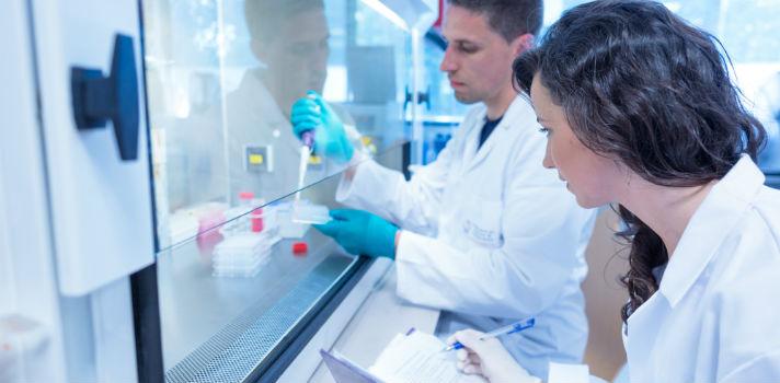 Uno de los objetivos más destacables de la Universidad del siglo XXI debe ser el fomento de las tareas de investigación, según los encuestados