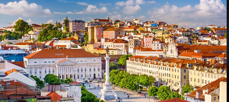 <p>A <a href=https://www.universia.pt/universidades/universidade-lisboa/in/29397 title=Universidade de Lisboa (ULisboa) target=_blank>Universidade de Lisboa (ULisboa)</a>surge classificada em <strong>primeiro lugar no ranking de Taiwan das melhores universidades portuguesas</strong>. A universidade oferece 14 cursos em áreas de engenharia, matemática e ciências agrárias. Destes cursos, 10 estão classificados como sendo os melhores de Portugal.</p><p>O ranking de Taiwan procura mostrar o desempenho da investigação científica das instituições através de métodos bibliométricos. Recorre a critérios como produtividade, impacto e excelência da investigação, tendo como base indicadores como o <strong>ESI (Essencial Science Indicators), WoS (Web of Science) e JCR (Journal Citation Reports)</strong>. Com estes dados são feitos rankings globais e parciais, por país e por área de conhecimento.</p><p>A ULisboa destacou-se entre as universidades portuguesas, subindo 6 posições no ranking europeu, e 12 posições no ranking global. <strong>A universidade ocupa agora a 29º posição no país e a 79º posição no ranking global</strong>.</p><p>A universidade foi criada a partir da fusão de duas universidades: a Universidade Técnica de Lisboa e Universidade de Lisboa. No total, a instituição já tem mais de sete séculos de história e é a primeira universidade de Portugal.</p><p></p> No que diz respeito a áreas disciplinares <strong>a ULisboa está em 1º lugar entre as Universidade portuguesas em 10 das 14 áreas (Subjects), ficando em 2º lugar em apenas 3 dessas áreas:</strong><p></p><table width=712 height=292><tbody><tr><td></td><td><strong>Nacional</strong></td><td><strong>Europeu</strong></td><td><strong>Mundial</strong></td></tr><tr><td><strong>Ciências Agrárias</strong></td><td>2</td><td>27</td><td>82</td></tr><tr><td><strong>Ambiente/Ecologia</strong></td><td>1</td><td>38</td><td>99</td></tr><tr><td><strong>Plantas e Ciência Animal</strong></td><td>1</td><td>37</td><td>101</td></tr><tr