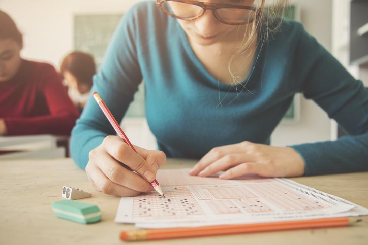 Várias pesquisas comprovam os benefícios da aprendizagem ativa para o desempenho de alunos em exames.