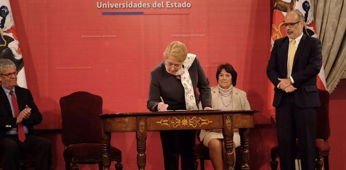 Presidenta Michelle Bachelet y ministra de Educación, Adriana Delpiano