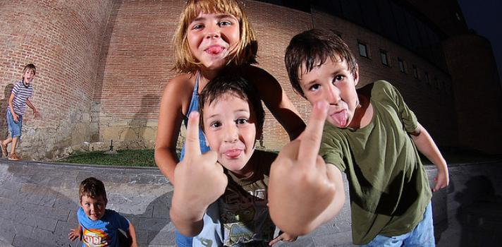 Principal causa de agressão nas escolas é o aspeto físico