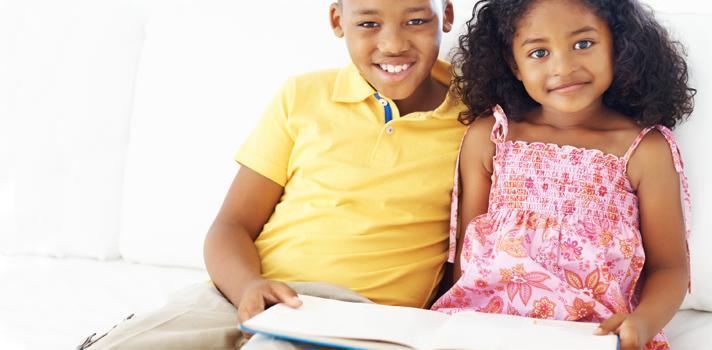 """<p>Cuando se menciona el <strong>trabajo infantil</strong> la mayoría de las veces se hace referencia al trabajo que perjudica al niño privándolo de su niñez y sus derechos humanos básicos como la posibilidad de recibir educación. Pero no todas las tareas realizadas por niños son exigentes, y existen diferencias en cuanto a lo que puede llegar a impedir su desarrollo físico y mental y lo que puede no perjudicarle.</p><p></p><p><span style=color: #ff0000;><strong>Lee también</strong></span><br/><a style=color: #666565; text-decoration: none; title=Unesco presentó los resultados del Informe de Seguimiento a los objetivos de la Educación Para Todos href=https://noticias.universia.com.py/cultura/noticia/2015/04/15/1123299/unesco-presento-resultados-informe-seguimiento-objetivos-educacion.html>» <strong>Unesco presentó los resultados del Informe de Seguimiento a los objetivos de la Educación Para Todos</strong></a><br/><a style=color: #666565; text-decoration: none; title=Conoce las 10 recomendaciones de Unesco para impulsar el acceso universal a la educación href=https://noticias.universia.com.py/educacion/noticia/2015/04/22/1123706/conoce-10-recomendaciones-unesco-impulsar-acceso-universal-educacion.html>» <strong>Conoce las 10 recomendaciones de Unesco para impulsar el acceso universal a la educación</strong></a></p><p></p><p>Desde la <a href=https://www.ilo.org/ rel=me nofollow> Organización Internacional del Trabajo</a> (OIT) <strong>se asegura que no todos los trabajos que son llevados adelante por niños deben ser eliminados</strong>, ya que la participación de los menores en algunas tareas que no atenten contra su voluntad e integridad puede resultar positivas. Como ejemplo de esto, la OIT menciona la ayuda que pueden dar los niños y adolescentes a sus padres en el hogar o en un negocio familiar, o las tareas que se realizan fuera del horario escolar.</p><p></p><p>Pero <strong>cuando se habla de """"trabajo infantil"""" se está haciendo referencia al trabajo que perjudi"""