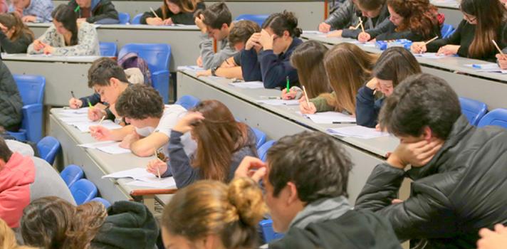 Los estudios médicos colman las notas de corte más elevadas en la Universidad chilena
