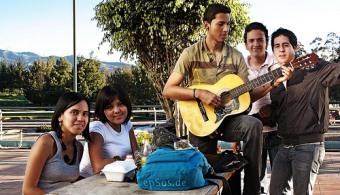<p style=text-align: justify;>El <strong>15% de los jóvenes de la provincia de Buenos no estudia ni tiene un trabajo estable</strong>. Esta conclusión arrojó un informe realizado por <strong><a title=Centro de Implementación de Políticas Públicas para la Equidad y el Crecimiento (CIPPEC) href=https://www.cippec.org/ target=_blank>Centro de Implementación de Políticas Públicas para la Equidad y el Crecimiento (CIPPEC)</a></strong>. A continuación te contamos todos los detalles.</p><p></p><p><strong>Lee también</strong></p><p><a style=color: #ff0000; text-decoration: none; title=El 30 % de los universitarios abandonan la facultad en el primer año href=https://noticias.universia.es/ciencia-nn-tt/noticia/2013/08/21/1043764/coeficiente-intelectual-determina-deseo-maternal.html>» <strong>El 30 % de los universitarios abandonan la facultad en el primer año</strong></a><br/><a style=color: #ff0000; text-decoration: none; title=$500 es lo que gasta un estudiante universitario por mes href=https://noticias.universia.com.ar/en-portada/noticia/2014/04/25/1095438/500-gasta-estudiante-universitario-mes.html>» <strong>$500 es lo que gasta un estudiante universitario por mes</strong></a></p><p style=text-align: justify;></p><p style=text-align: justify;></p><p style=text-align: justify;></p><p style=text-align: justify;><br/>Uno de los resultados del informe que más llamó la atención fue que, a diferencia de lo que se piensa, <strong>la mayoría de las personas que no estudian ni trabajan son mujeres</strong> (75%), que realizan tareas domésticas y el 41% tiene hijos a cargo.</p><p style=text-align: justify;></p><p style=text-align: justify;>También demostró que el 47% de los jóvenes de Buenos Aires están ocupados, que un 58% de estos tiene tienen secundaria completa y que el 53% de los adultos que trabajan no culminaron la enseñanza secundaria. De todos modos, se descubrió que los jóvenes que están empleados<strong> trabajan más de 48 horas</strong> (horario permitido por ley) y qu