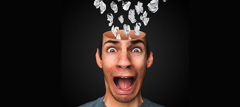 """<p>Grande parte dos cursos universitários exigem que o aluno, para conseguir o diploma, é necessário apresentar um trabalho de conclusão de curso, popularmente conhecido como TCC. Antes de começar a criar o projeto, os estudantes tendem a ter dúvidas como """"Por onde começar? O que é mais importante? Tenho um bom tema? Vai dar tempo?"""". Para que você possa começar com a menor quantidade de questionamentos, confira as dicas da coordenadora de relacionamento com o cliente do <a title=Passeidireto.com href=https://www.passeidireto.com/ target=_blank>Passeidireto.com</a>Daiane Dias:</p><p></p><p><span style=color: #333333;><strong>Você pode ler também:</strong></span><br/><a title=3 aplicativos para facilitar seus estudos no Enem 2016 href=https://noticias.universia.com.br/destaque/noticia/2016/05/19/1139730/3-aplicativos-facilitar-estudos-enem-2016.html>» <strong>3 aplicativos para facilitar seus estudos no Enem 2016</strong></a><br/><a title=4 atitudes que podem atrapalhar seus estudos pré-vestibular href=https://noticias.universia.com.br/destaque/noticia/2016/04/12/1138197/4-atividades-podem-atrapalhar-estudos-pre-vestibular.html>» <strong>4 atitudes que podem atrapalhar seus estudos pré-vestibular</strong></a><br/><a title=Todas as notícias de Educação href=https://noticias.universia.com.br/educacao>» <strong>Todas as notícias de Educação</strong></a></p><p></p><p><strong> 1 – Pense sobre os colegas e o orientador</strong></p><p>""""O orientador deve ser escolhido com muito critério, afinal é quem irá guiar o caminho até as últimas versões do estudo. A mesma regra de unir afinidade e produtividade deve servir para a escolha dos companheiros, no caso da necessidade de ser um trabalho em grupo. Também é preciso ter em mente que não é nenhum crime trocar a orientação no meio do caminho. Não é algo legal, mas melhor do que manter uma relação que não tem funcionado"""".</p><p></p><p><strong> 2 – Valorize a escolha do tema</strong></p><p>""""Muita gente, já nos primeiros dias de aula"""