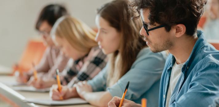 Será que os estudantes portugueses passam demasiado tempo na sala de aula?