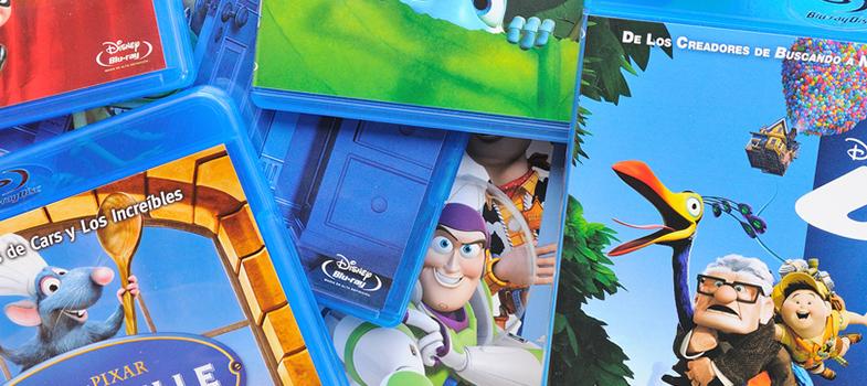 <p><strong>Pixar</strong> abrió convocatorias para realizar<strong><a href=https://www.pixar.com/careers/Available-Internships title=Programa de internados de verano en Pixar target=_blank>internados remunerados de verano</a></strong><strong>en distintas áreas</strong> para <strong>estudiantes de grado o posgrado y recién graduados universitarios</strong>. La duración promedio es de <strong>12 semanas</strong> y puedes postularte<strong> hasta el 5 de febrero</strong>. ¡Conoce los programas disponibles!<br/><br/><br/><br/><strong>Lee también</strong></p><p>><a href=https://noticias.universia.pr/estudiar-extranjero/noticia/2016/12/29/1147934/108-convocatorias-becas-puertorriquenos-cierran-enero.html target=_blank>108 convocatorias a becas para puertorriqueños que cierran en enero<br/></a>><a href=https://noticias.universia.pr/cultura/noticia/2016/05/31/1140282/10-ebooks-gratuitos-aprender-dibujar.html target=_blank>10 ebooks gratuitos para aprender a dibujar<br/></a>><a href=https://noticias.universia.pr/educacion/noticia/2016/12/28/1147892/77-cursos-online-gratuitos-inician-enero.html target=_blank>77 cursos online gratuitos que inician en enero<br/><br/><br/><br/></a></p><p><strong>¿En qué consisten los programas de internados de Pixar?</strong></p><p>Existen dos tipos: las <strong>residencias para graduados de grado o posgrado</strong>, en las cuales se trabaja junto a los empleados de la empresa, y los <strong>programas técnicos dirigidos a estudiantes de grado</strong> en las primeras etapas de su carrera, dictados en aulas con talleres prácticos.</p><p>Suelen seleccionarse<strong> entre 60 y 80 pasantes</strong> para el verano, a quienes se les paga por los servicios prestados. Además de la remuneración, los pasantes acceden al <strong>centro de fitness, piscina, cafetería, cine y teatro de última generación y conferencia</strong>s específicas para los internos.<br/><br/><br/><br/></p><p><strong>¿Cuáles son los programas de internado disponibles en Pixar?<br/><