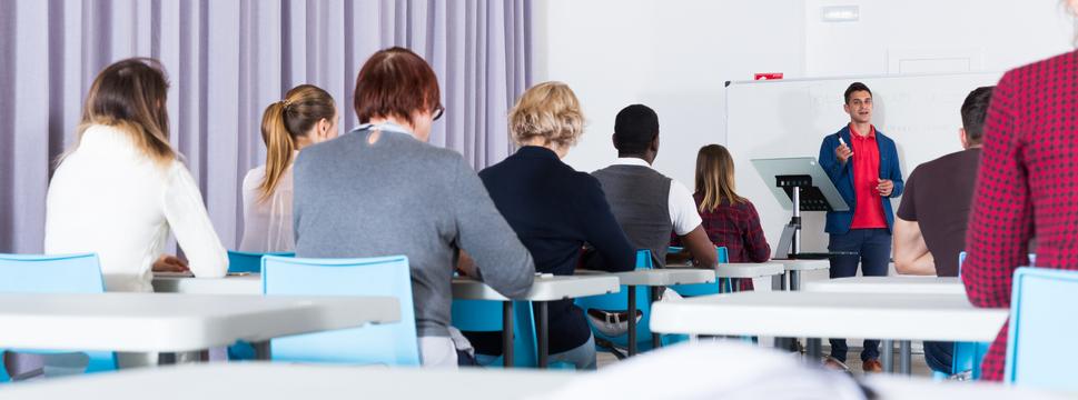 A maioria das pós-graduações são lecionadas em horário pós-laboral.