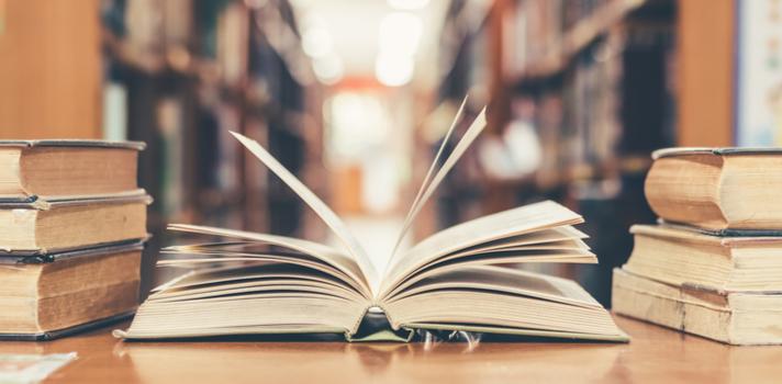 Podrán participar en este premio los autores en lengua española o portuguesa que hayan sido propuestos por Univesidades y Academias