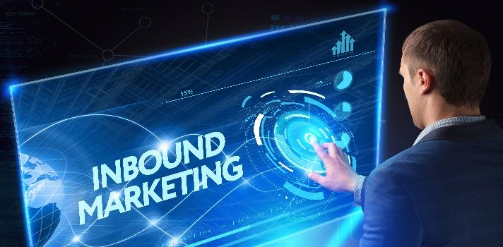<p><strong>Internet configuró un nuevo espacio de mercado para la conversión</strong>, haciendo que las llamadas telefónicas o las publicidades televisivas quedaran opacadas por el Inbound Marketing, una combinación de estrategias para que <strong>potenciales clientes encuentren y compren productos o servicios vía online</strong>. Conocé todos los detalles de esta <a href=https://noticias.universia.com.ar/tag/profesiones-digitales/ target=_blank>profesión digital</a>que en 2015 ingresó al top 10 de las más demandadas, según un informe de la Escuela de Negocios Digitales INESDI en España.</p><blockquote style=text-align: center;>Visitá nuestro portal de cursos y conocé los<a href=https://cursos.universia.com.ar/search/?q=marketing+digital&_tokenSearch=%0D%0A%0D%0A%2FHRnKDUQ9ValVY2XHWmnGobbeGOpB4Qb8W2betWbukjO5ZvWXZUg2Eakv3zXoHfv3%2BK5BlGCZuTES6RARGUr4Lzb4QyflEgh1td0dUaZk4%2FolCKOjexjAF6OVAcp4DJpoamJv%2F7Ozup6kyOxhc6ckF1NQ75OMj3tl93B3IWXk04%3D&searchForm= class=enlaces_med_leads_formacion title=Portal de cursos Universia Argentina target=_blank id=CURSOS>cursos de marketing digital</a>disponibles</blockquote><p>El Inbound Marketing Specialist se encarga fundamentalmente de <strong>diseñar la estrategia de inbound marketing global de la empresa o por unidad de negocio</strong>, con el objetivo de captar clientes dispuestos a comprar sus productos o servicios por Internet. Para ello, debe<strong> incrementar el tráfico</strong> hacia una página web específica, blog o cuenta social que contenga llamadas a la acción destinadas a la conversión.<br/><br/><br/></p><p><strong>Cuáles son las funciones del Inbound Marketing Specialist</strong></p><ul><li>Lograr que el usuario se sienta atraído por productos o servicios de utilidad, pensados exclusivamente para sus necesidades e intereses.</li><li>Definir el cliente ideal parta dirigir las acciones de inbound marketing hacia una conversión segura.</li><li>Analizar el mercado segmentado y los ciclos de compra para cumplir con los